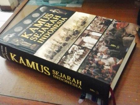kamus sejarah